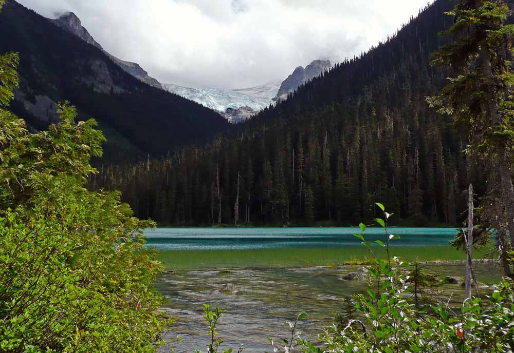 joffre lake hiking